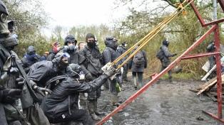 Represión y enfrentamientos en el segundo día de desalojo a los ecologistas cerca de Nantes