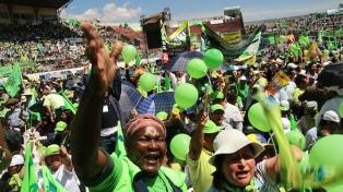 Seguidores de Correa marcharon contra el gobierno