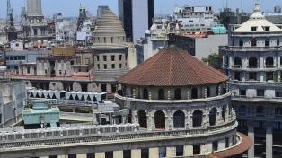 Conocer las cúpulas porteñas desde las alturas, una experiencia que apasiona a los turistas