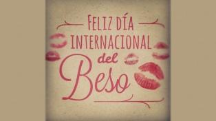 Los usuarios celebran el Día Internacional del Beso en Twitter