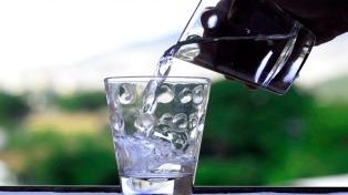 Restaurantes y bares deberán proveer a sus clientes de agua gratis y sin límites