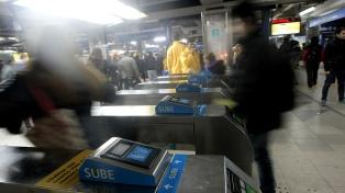 Los metrodelegados liberan los molinetes en la estación Rosas de la línea B