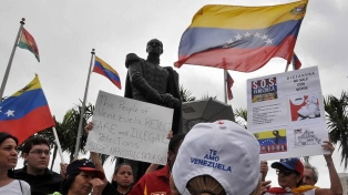La muy alta abstención refuerza los cuestionamientos a Maduro, que llama al diálogo a la oposición