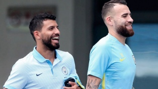 Otamendi y Agüero están en el equipo ideal de la Premier inglesa