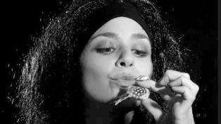 La cantante francesa Nana homenajea a Edith Piaf
