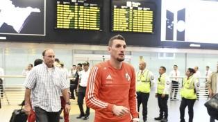 El plantel de River quedó varado en el aeropuerto de Lima