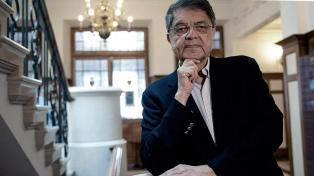 Para el ganador del Premio Cervantes, no se pueden esperar cambios en el país