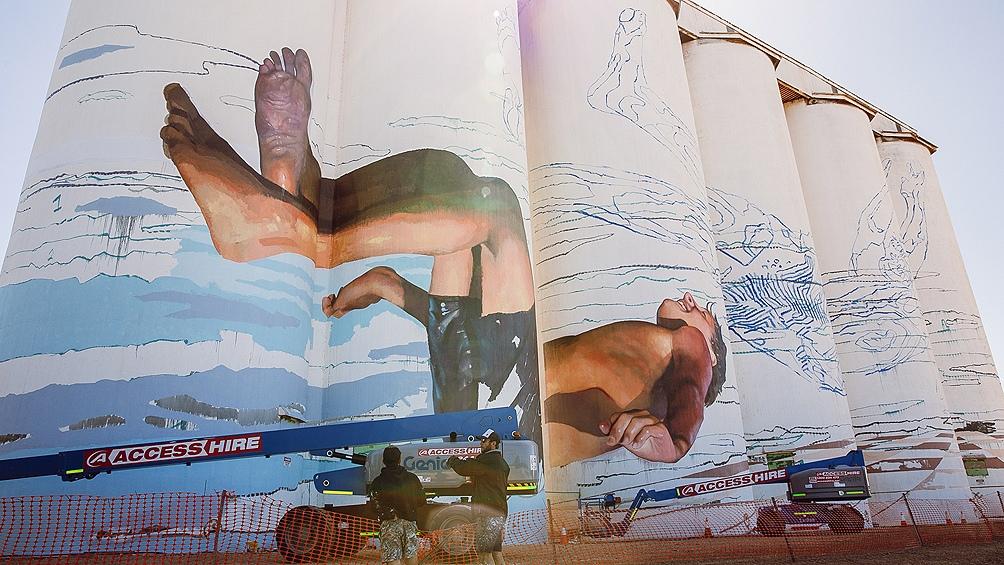 El muralista Martín Ron dejó su huella en una pequeña localidad del ...