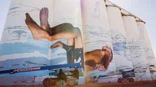 El muralista Martín Ron dejó su huella en una pequeña localidad del sur de Australia
