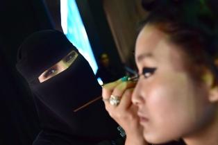 De la mano del nuevo príncipe heredero, Arabia Saudita da un salto histórico hacia los desfiles de moda