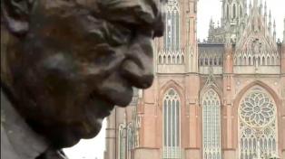 Con un mensaje grabado por Macri, inauguraron un monumento a Raúl Alfonsín