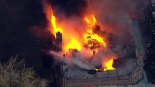 Un gran incendio afecta una zona comercial del Bronx