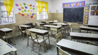 Los docentes hablan de una adhesión del 90% y el gobierno, del 39%