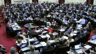 Voces enfrentadas por las leyes de Financiamiento y Defensa de la Competencia