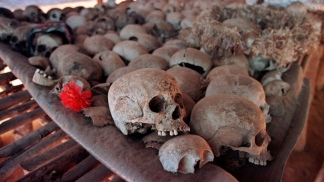 RUANDA: Hallaron fosas comunes con miles de muertos, 24 años después del genocidio