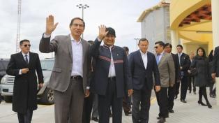 Morales propuso exportar gas natural a través del puerto en Perú