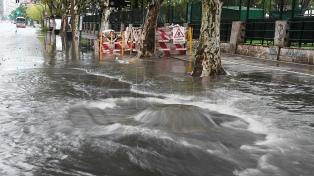 Más de 1.500 evacuados y se esperan abundantes lluvias en diez provincias