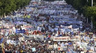 Díaz-Canel y Raúl Castro lideraron un masivo acto por el Día del Trabajador
