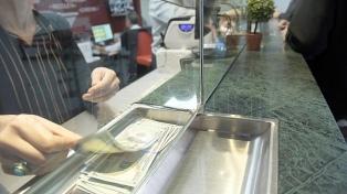 El dólar siguió cayendo y cerró a $ 57 en el Banco Nación