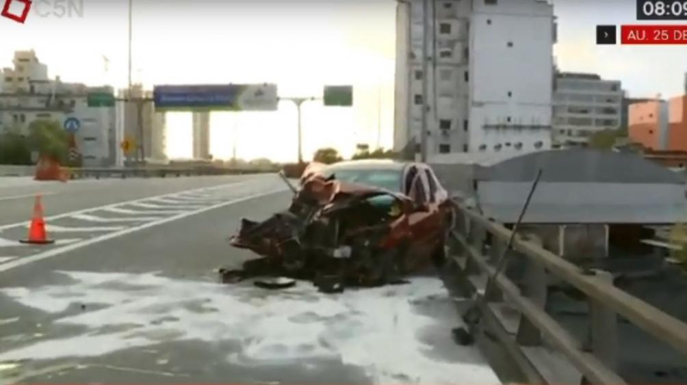 Subió a la autopista en contramano y provocó un violento choque