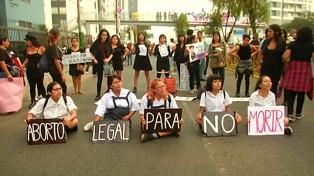 Miles de peruanos marcharon en contra del aborto