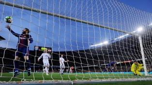 Barcelona, con un gol de Messi, conservó el invicto tras igualar con Real Madrid