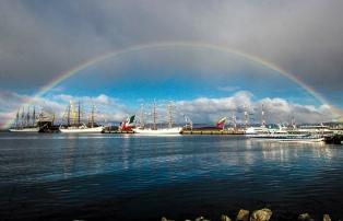 Las fragatas de Velas Latinoamérica son el principal atractivo turístico de Ushuaia estos días