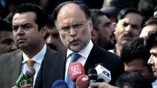 Hieren de bala al ministro del Interior pakistaní y arrestan al atacante