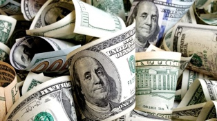 El dólar subió 13 centavos y cerró a $24,99