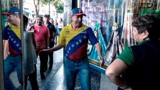"""Votaron los candidatos a la presidencia y Henri Falcón denunció """"prácticas ilegales"""""""