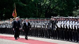 Santos fue recibido por el presidente alemán con honores militares