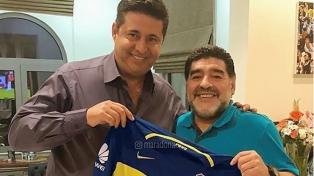 """Maradona a Riquelme: """"Los dólares no pueden pesar más que convicciones"""""""