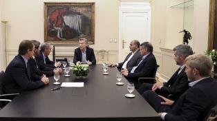 Gestos positivos de seis gobernadores peronistas durante un encuentro con Macri