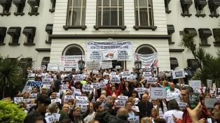 Denuncian desabastecimiento en el hospital oncológico María Curie y rechazan su traslado