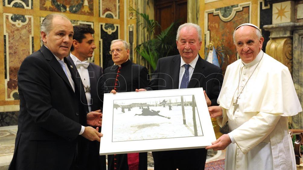 Sabella, Julio Grondona y el Papa durante la audiencia de 2013 en el Vaticano (foto archivo)