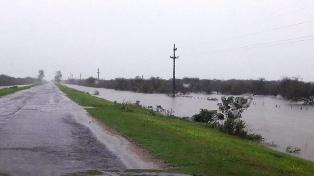 Evacuaron a más de 200 familias afectadas por las inundaciones