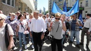 Miles de polacos protestan contra las políticas del gobierno conservador