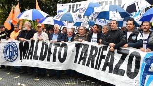 Un sector de la CGT marchó contra los tarifazos y el FMI