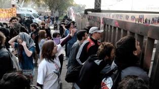 Protesta de trabajadores de la ex Kraft por el despido de un empleado
