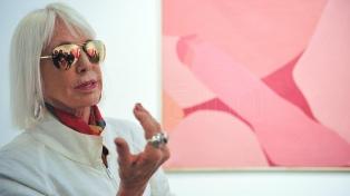 Desbordó de inscriptos la recorrida por arteBA con la artista Marta Minujín