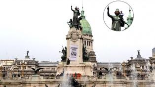 Con una máscara de oxígeno en una estatua, Greenpeace pide aire limpio