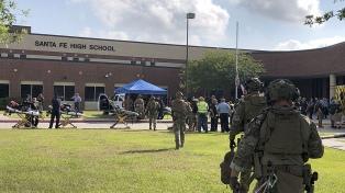 Tiroteo en una escuela secundaria de Texas: 10 muertos y 10 heridos