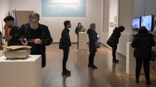 Una muestra artística colectiva dedicada a los 35 años de democracia en la Argentina