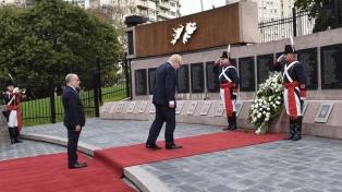 Un canciller británico rinde homenaje a los caídos en Malvinas