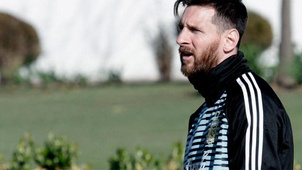 Messi llegó a las pasadas 7.30 de la mañana y entrena con el equipo (foto: @Argentina)