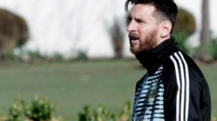 Argentina completó un doble turno con Messi presente