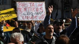 Taxistas protestaron frente a la Legislatura porteña contra una marcha en respaldo a Uber
