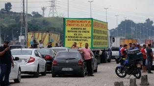 Cuarto día consecutivo de huelga de camioneros