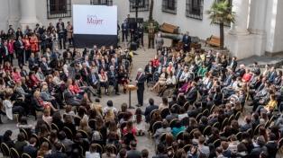 """Piñera lanzó la """"Agenda de la mujer"""" con 12 medidas sobre equidad de género"""
