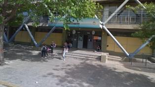 Multaron por 50.600 pesos a una escuela porque los alumnos cortaron la calle